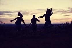 Liệu bạn bè có tốt cho sức khỏe hơn gia đình?