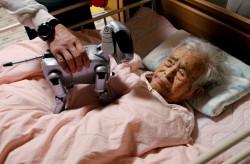 Người cao tuổi Nhật Bản: Robot có một phần vai trò trong việc chăm sóc người cao tuổi trong tương lai