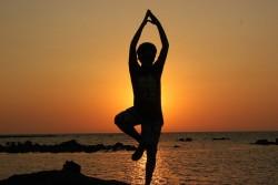 Yogini lão làng nhất của Ấn Độ nói rằng bạn đang tập yoga sai nếu để toát ra mồ hôi