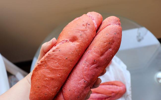 Bánh mì thanh long của Việt Nam lên báo quốc tế