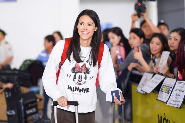 Đương kim Hoa hậu Quốc tế mặc giản dị, khoe nhan sắc