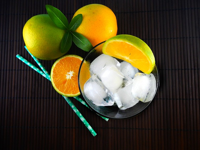 Uống nước cam hay uống nhiều viên vitamin C có giúp chống được virus corona không?